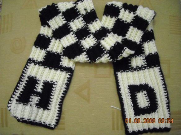 Cách đan khăn ca-rô hai màu cho nam